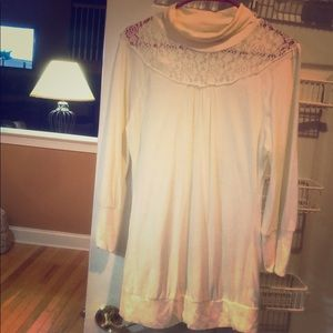 DKNY cream tunic top with lace detail. L